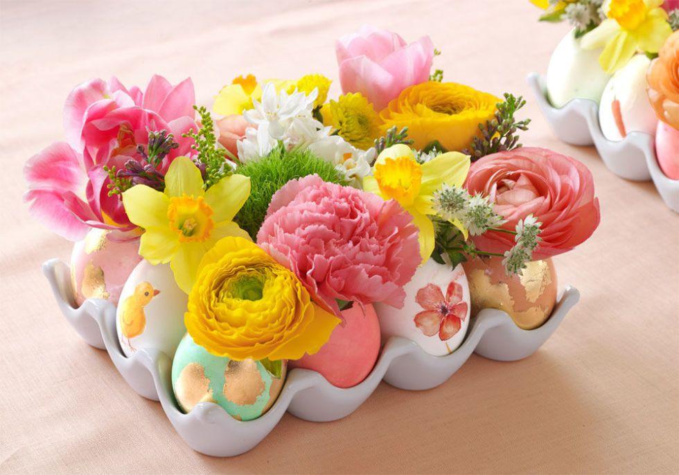 9 DIY Easter Decor Ideas for a Coastal Home - Flowers By the Dozen Centerpiece #EasterDIY #EasterDecor #EasterCoastalDecor #CoastalHome #DIY