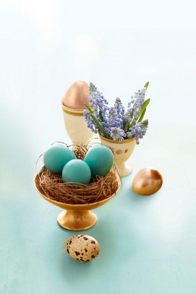 9 DIY Easter Decor Ideas for a Coastal Home - Easter Golden Eggs with Nest #DIY #EasterDecor #CoastalHome #EasterDIY #EasterEggsDIY