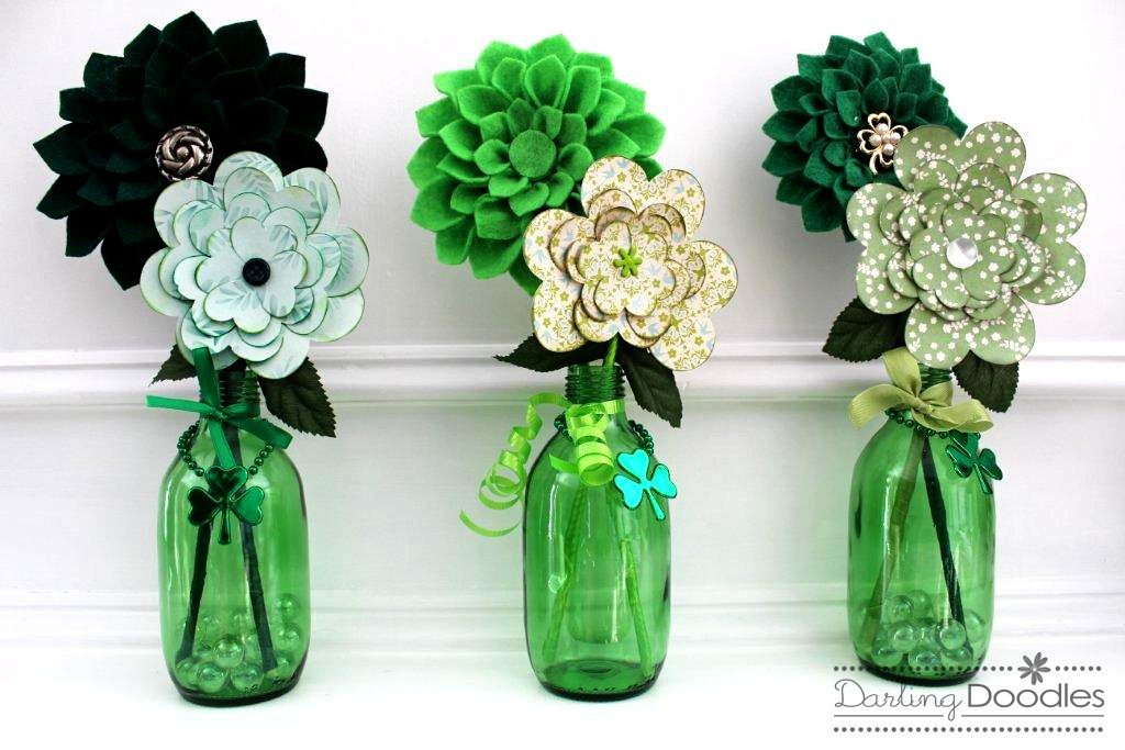 Coastal Decor DIY 8 St. Patrick's Day Decor Ideas - Green and Green Florals #DIY #DecorDIY #StPatsDay #StPatricksDecor #CoastalDecor