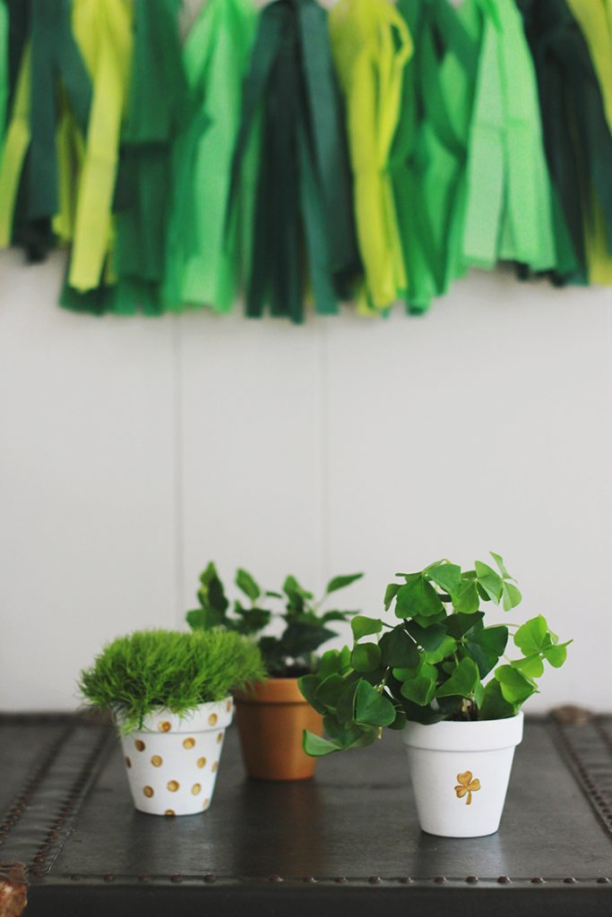 Coastal Decor DIY 8 St. Patrick's Day Decor Ideas - St Patrick's Day Clay Pot Planters #DIY #DecorDIY #CoastalDecor #StPatsDay #StPatricksDecor