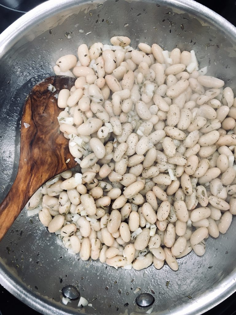 A Quick and Easy Spanish Seafood Dish Calamari and White Beans #cannellinibeans #spanishseafood #calamariCannellibeans #spanishquickeasy