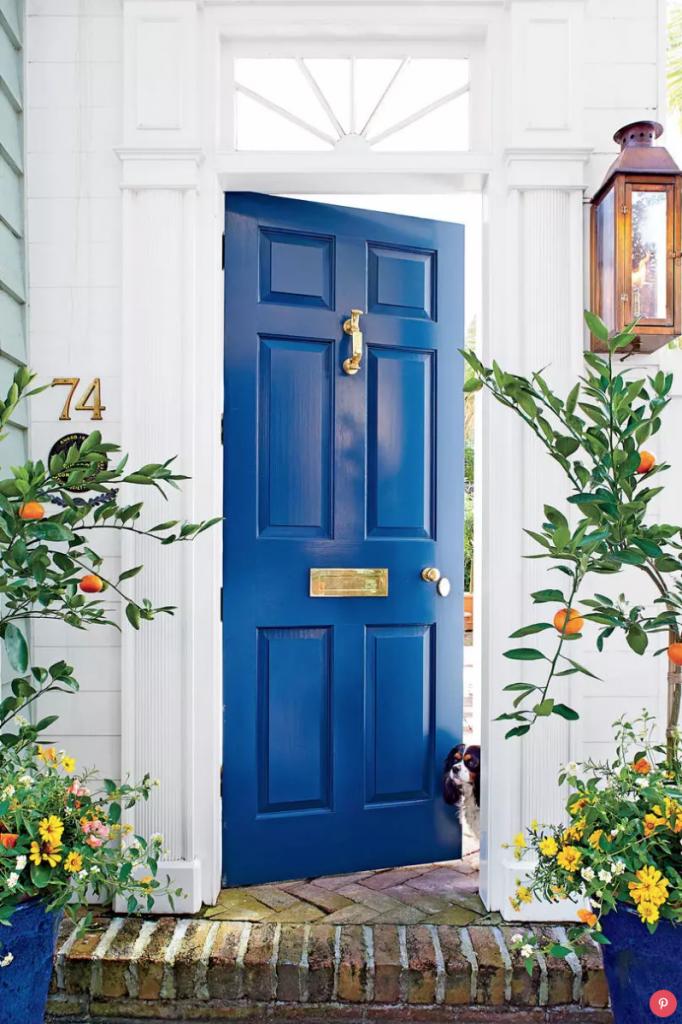9 Stunningly Bold Coastal Front Doors - Gentleman's Gray #BoldDoors #BrightDoors #ColorfulDoors #GrayDoors #Doors