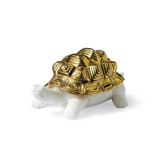 8 Glamorous Metallic Accents to Decorate Your Coastal Home Large Gold Plated Clam Shell #GramercyMarbleTortoise #coastaldecor #coastalAccents #Coastaltortoise