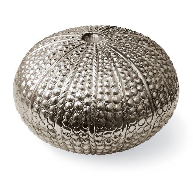8 Glamorous Metallic Accents to Decorate Your Coastal Home Large Gold Plated Clam Shell #coastaldecor #seasidedecor #urchinseaobject #coastalaccents #coastalshimmer