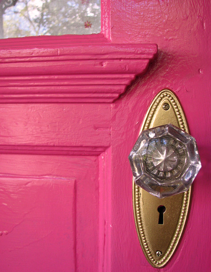 Curb Appeal DIY: Paint Your Front Door #ColorfulDoors #BoldDoors #curbappeal #pinkDoor #diy