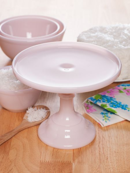 25 Pretty in Pink Gifts for Mom Mosser Pink Milk Glass Cake Stand #MosserMilkGlass #MothersDay #MothersDayGifts #GiftsForMom #PinkGiftsForMom