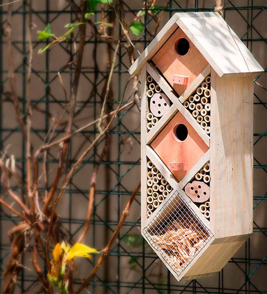 How to Build Bee Hotels for Solitary Bees Wood Bamboo Diamondback Bee Habitat #BeeFriendly #Wildlife #HabitatforWildlife #BeneficialWildlife #SaveTheBees #BeeHotels #HomeForBees #NativePlants #BeneficialPollinators
