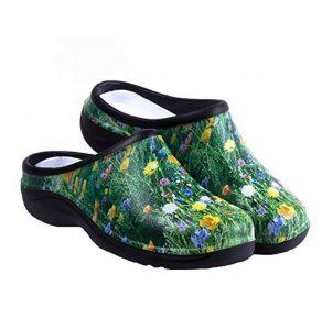 27 Best Gifts for Gardeners - Backdoor Shoe Garden Clogs #Gifts #Gardening #GardeningGifts #GardenersGifts #GardenGear #GardenEssentials #Garden #GardenShoes