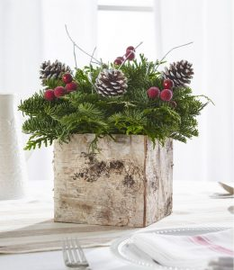 28 Christmas Centerpieces to Welcome House Guests Birch Box Centerpiece #Gifts #BirchBoxCenterpiece #Centerpiece #ChristmasCenterpiece #Christmas #Decor #ChristmasEvergreens