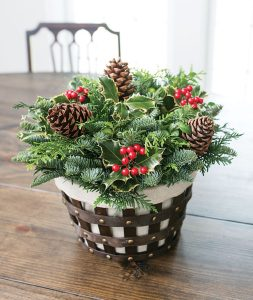 28 Christmas Centerpieces to Welcome House Guests Bounty Of Boughs Centerpiece #Gifts #Centerpiece #ChristmasCenterpiece #Christmas #Decor #ChristmasEvergreens