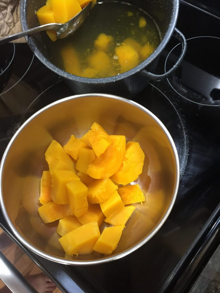 Easy Butternut Squash Recipe Cooked Butternut Squash #ButternutSquash #DIY #BakeButternutSquash #QuickAndEasy #HealthyEating #EasyRecipe