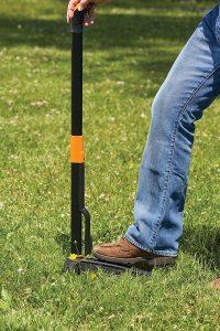 27 Best Gifts for Gardeners - Fiskars Deluxe Stand Up Weeder #Garden #GardenTools #Gardening #Tools #YardTools #GardenEssentials #FiskarsWeeder