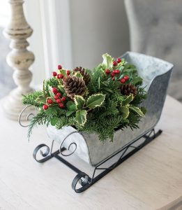28 Christmas Centerpieces to Welcome House Guests Home For Christmas Sleigh Centerpiece #Gifts #Centerpiece #ChristmasCenterpiece #Christmas #Decor #ChristmasEvergreens