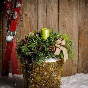 28 Christmas Centerpieces to Welcome House Guests Lime Light #Gifts #Centerpiece #ChristmasCenterpiece #Christmas #Decor #ChristmasEvergreens