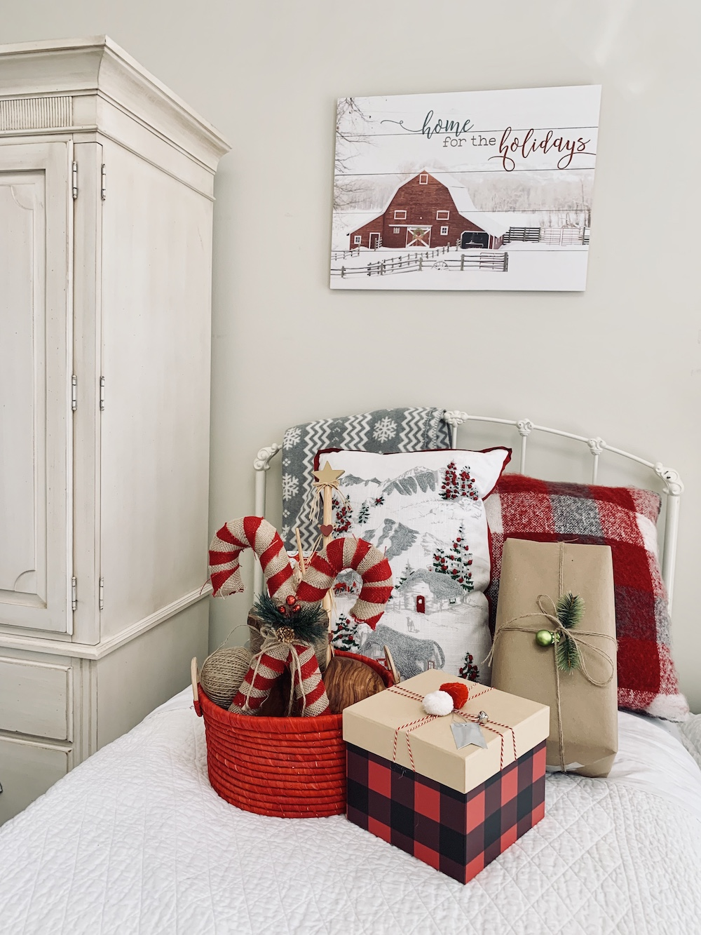 Christmas Home For The Holidays Guest Room #Winter #Affordable #BudgetFriendly #Christmas #DIY #ChristmasDecor #Decor #GuestRoom