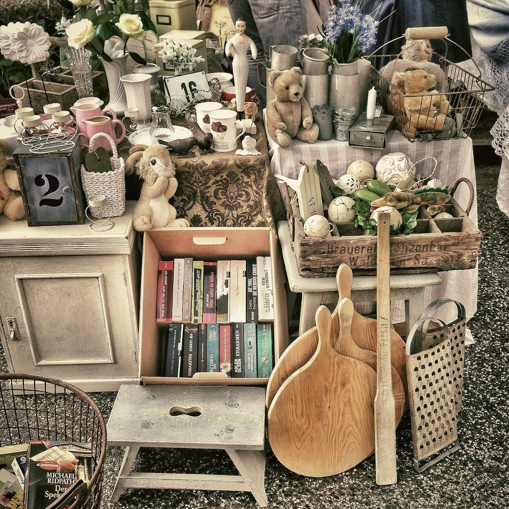 Brimfield Antique Show 2019 Flea Market Photo By Lobo Studio Hamburg #Antiques #Brimfield #BrimfieldAntiqueShow #Brimfield2019 #FleaMarket #BrimfieldFleaMarket