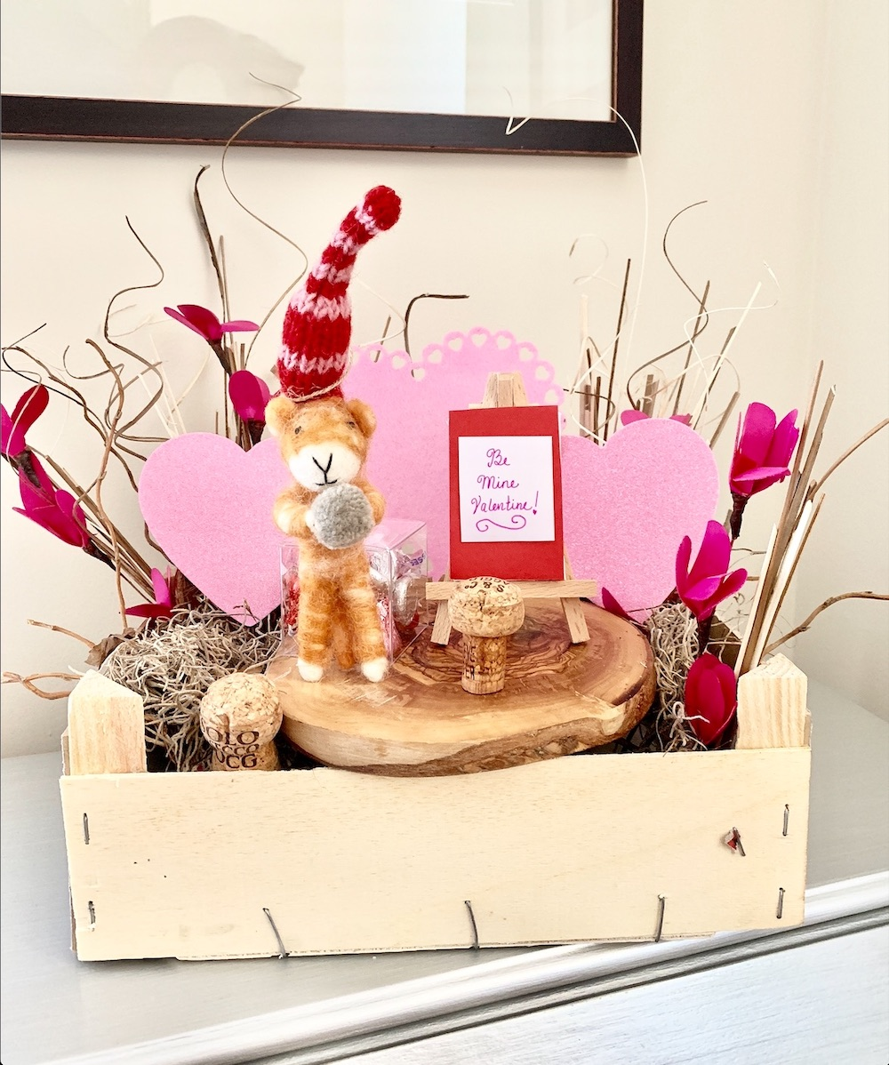 Valentine's Day Home Decor Be Mine Kitty Crate #Farmhouse #Affordable #SimpleDecor #QuickAndEasy #BudgetFriendly #Valentine #ValentinesDay #DIY #StValentinesDecor #FarmhouseDecor