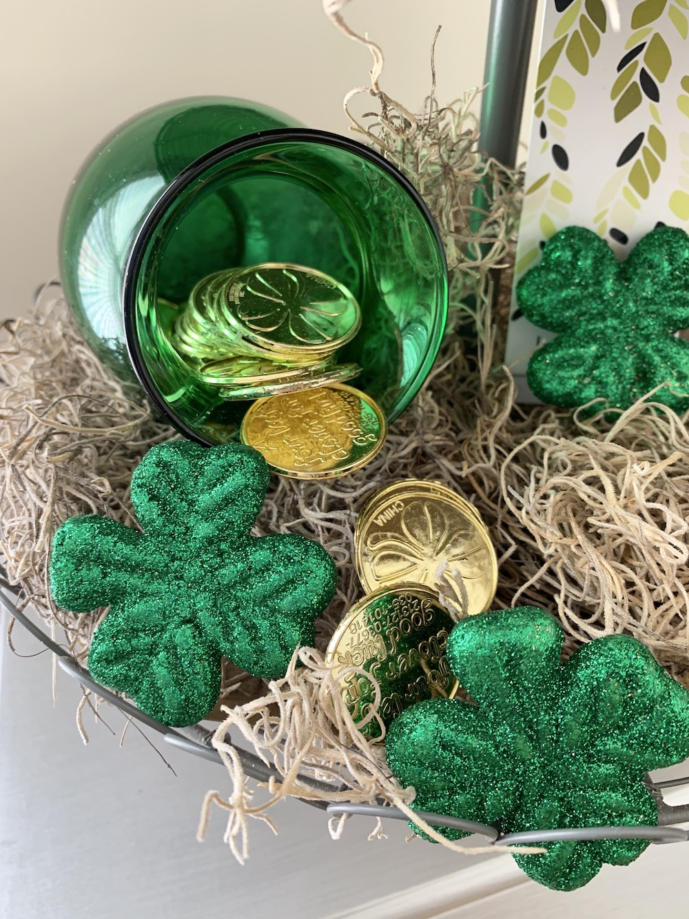 St. Patrick's Day Farmhouse Decor Spilled Gold Coins #Farmhouse #DIY #Affordable #SimpleDecor #QuickAndEasy #BudgetFriendly #StPatrick #StPatricksDay #StPatricksDecor #FarmhouseDecor