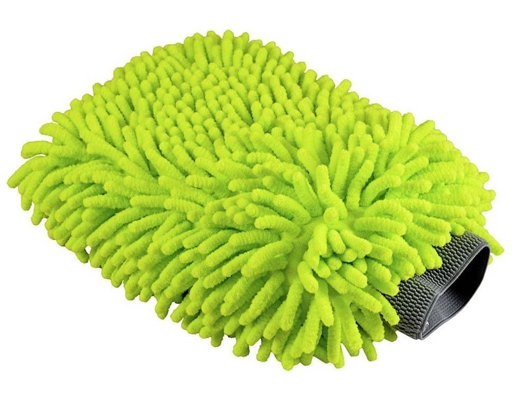 8 Fast Car Cleaning Products to Make Your Car Shine Chenille Microfiber Wash Mitt #Cleaning #CarCleaning #CleanCar #QuickAndEasy #SaveMoney #SaveTime #BudgetFriendly