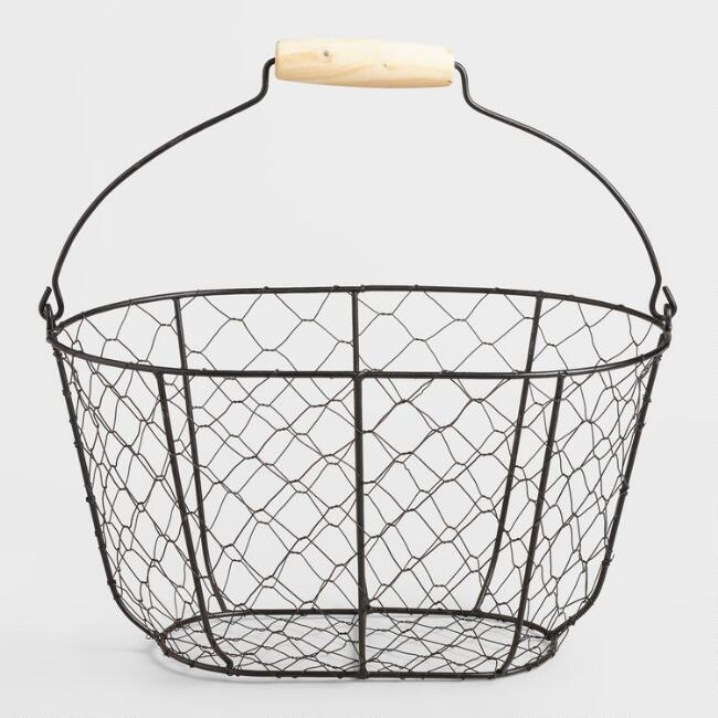 27 Simple, Affordable Farmhouse Decor Wire Farmhouse Basket #Farmhouse #FarmhouseDecor #AffordableFarmhouse #RusticDecor #IndustrialDecor #FarmLife #CountryLife #CountryDecor #SimpleFarmhouseDecor