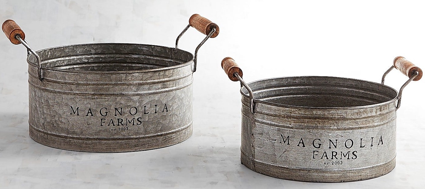 30 Farmhouse Storage Bins, Canisters, and Baskets Galvanized Gathering Pans Set #Farmhouse #FarmhouseDecor #FarmhouseStorage #RusticStorage #CountryLiving #IndustrialStorage #Organization #Storage