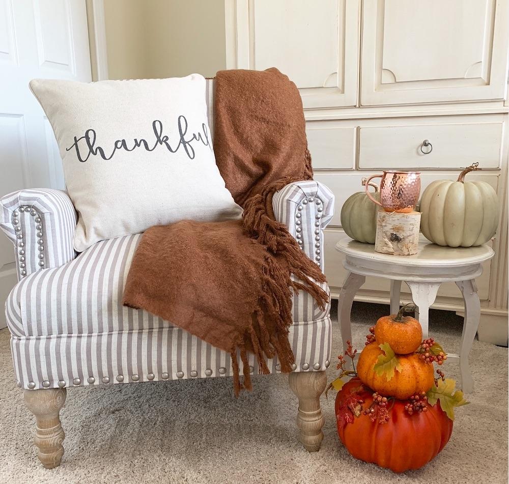 Autumn Decor DIY Ideas Cozy Accent Chair with Hot Cocoa #DIY #DIYDecor #AutumnDecor #FallDecor #AutumnDecorDIY
