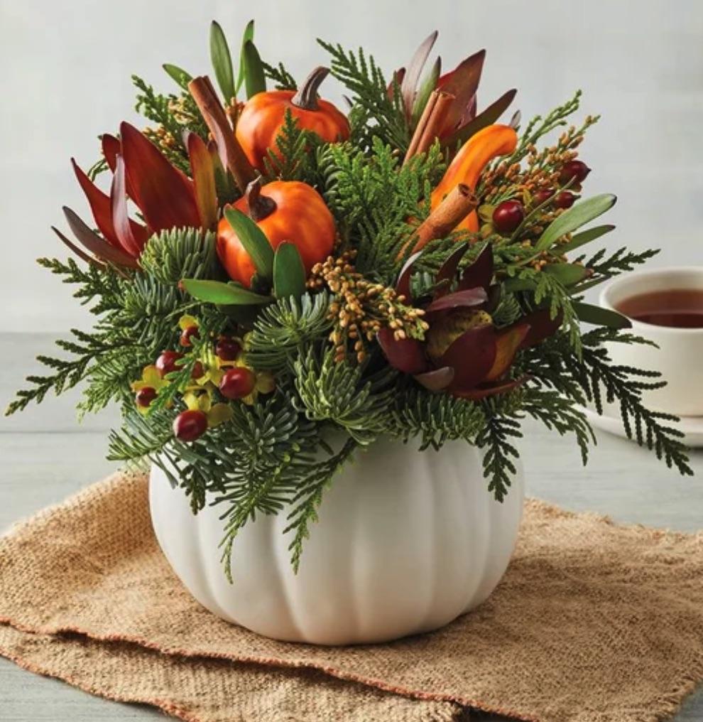 Decor for the ThankfulTable Harvest Pumpkin Centerpiece #Decor #ThanksgivingDecor #FallCenterpiece #FallDecor #Thanksgiving #ThanksgivingTable #Centerpiece