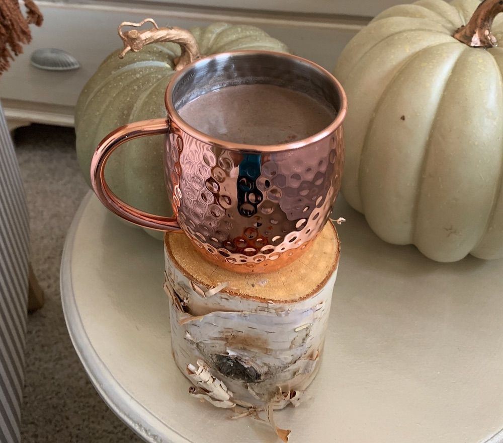 Fall Styling Ideas Hot Cocoa on side table #DIY #DIYDecor #AutumnDecor #FallDecor #AutumnDecorDIY