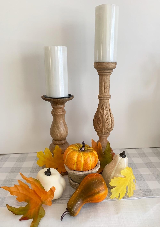Fall Styling Ideas Maple Leaves with gourds, pumpkin #DIY #DIYDecor #AutumnDecor #FallDecor #AutumnDecorDIY
