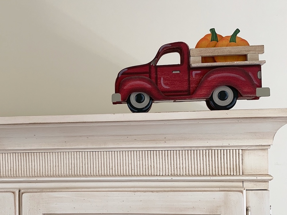 Fall Styling Ideas Pumpkins Delivery in Classic Red Truck #DIY #DIYDecor #AutumnDecor #FallDecor #AutumnDecorDIY