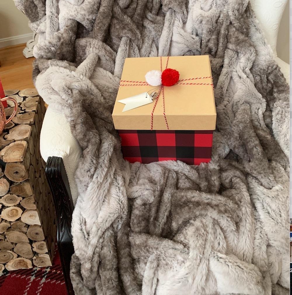 Rustic Christmas Giving #Decor #ChristmasDecor #RusticChristmas #RusticChristmasDecor #Christmas ChristmasCabin #ChristmasLodge #ChristmasAccents #HolidayDecor
