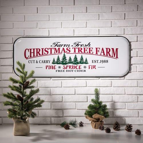 Farmhouse Christmas Decorations to Celebrate the Season Enamel Christmas Tree Farm Sign #Decor #Christmas #Farmhouse #ChristmasDecor #FarmhouseDecor #FarmhouseChristmasDecor #HolidayDecor