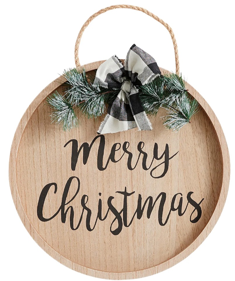 Farmhouse Christmas Decorations to Celebrate the Season Merry Christmas Wooden Wall Decor #Decor #Christmas #Farmhouse #ChristmasDecor #FarmhouseDecor #FarmhouseChristmasDecor #HolidayDecor