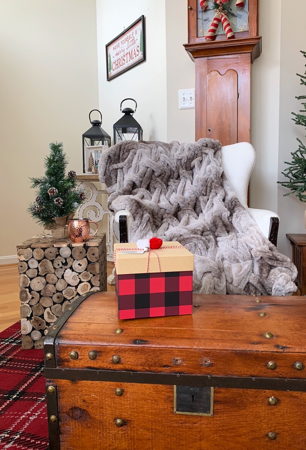Cabin Decor Relax and Warm Up #Decor #ChristmasDecor #RusticChristmas #RusticChristmasDecor #Christmas ChristmasCabin #ChristmasLodge #ChristmasAccents #HolidayDecor