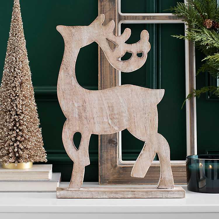 Farmhouse Christmas Decorations to Celebrate the Season White Wash Wooden Reindeer Statue #Decor #Christmas #Farmhouse #ChristmasDecor #FarmhouseDecor #FarmhouseChristmasDecor #HolidayDecor