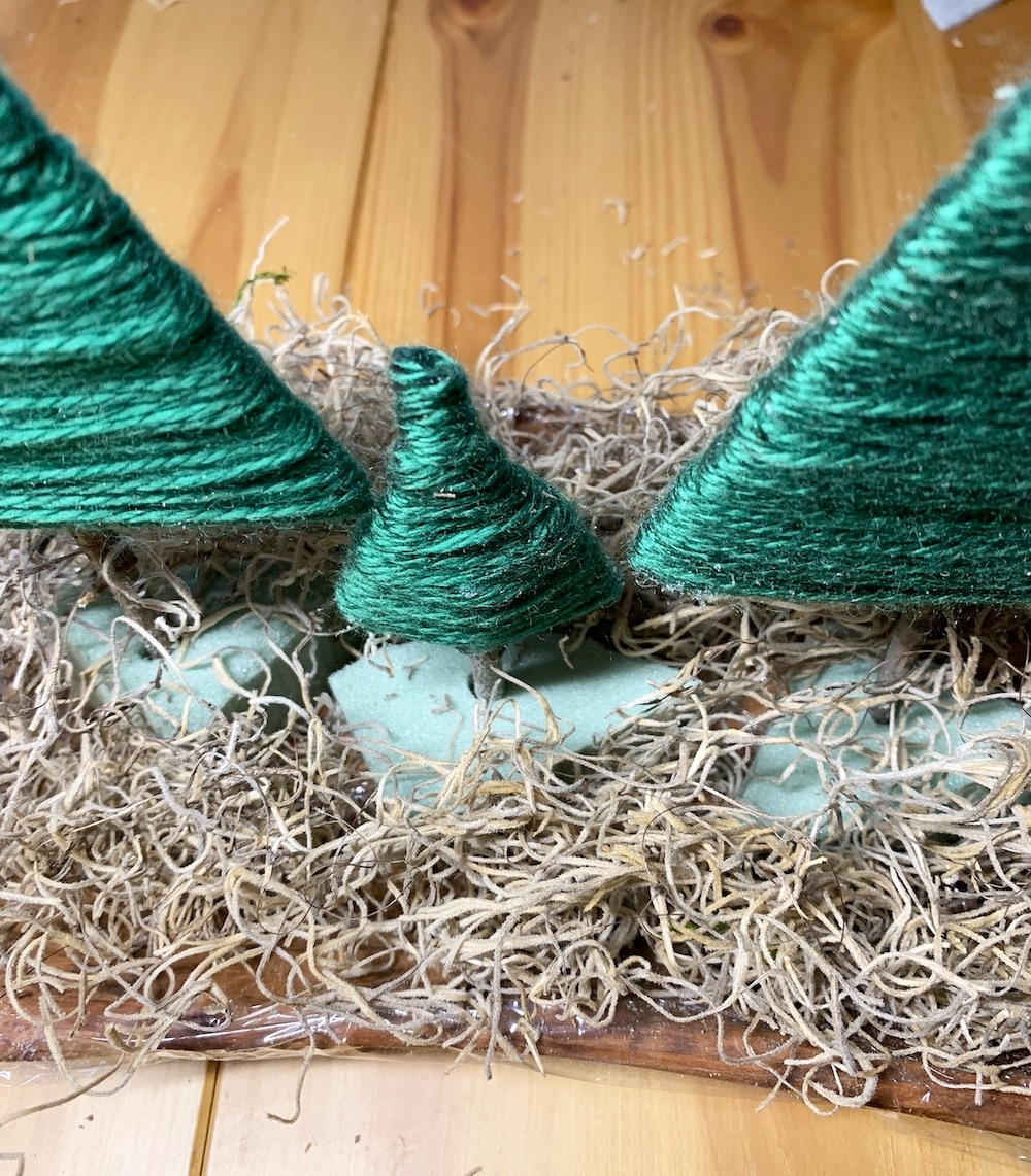 Create a Rustic Christmas Centerpiece Cover Base with Moss #DIY #DIYChristmasCenterpiece #ChristmasDecor #ChristmasTableTop #DIYChristmasProject #RusticDecor #ChristmasCenterpiece