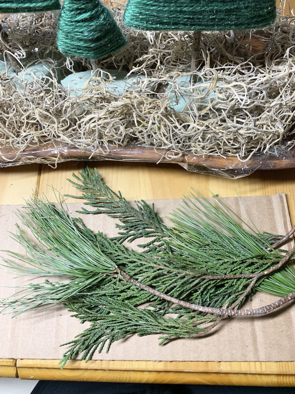 DIY Decor Greenery for Centerpiece #DIY #DIYChristmasCenterpiece #ChristmasDecor #ChristmasTableTop #DIYChristmasProject #RusticDecor #ChristmasCenterpiece
