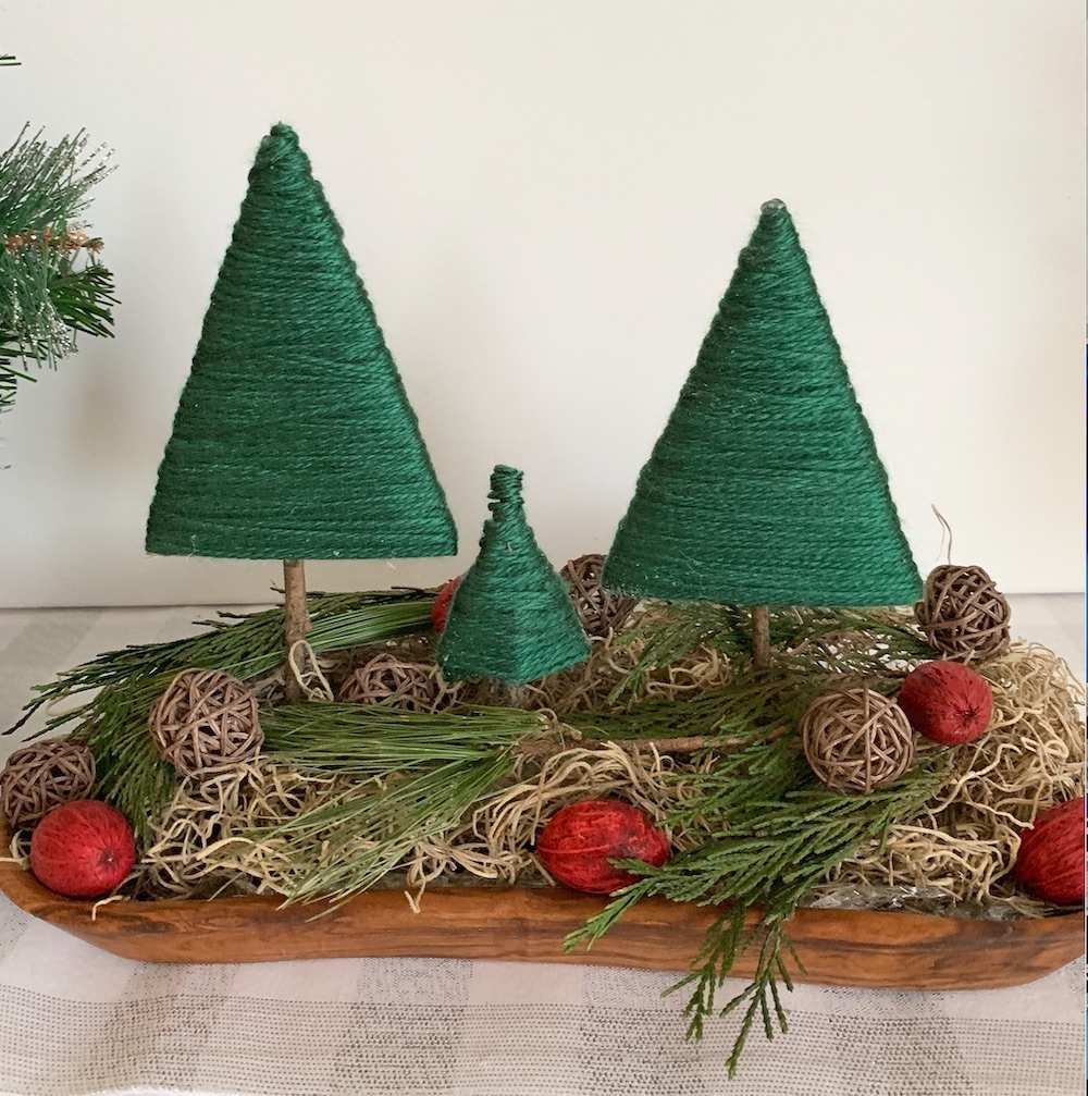 Easy DIY Decor Rustic Centerpiece #DIY #DIYChristmasTree #ChristmasDecor #ChristmasTableTop #DIYChristmasProject #RusticDecor