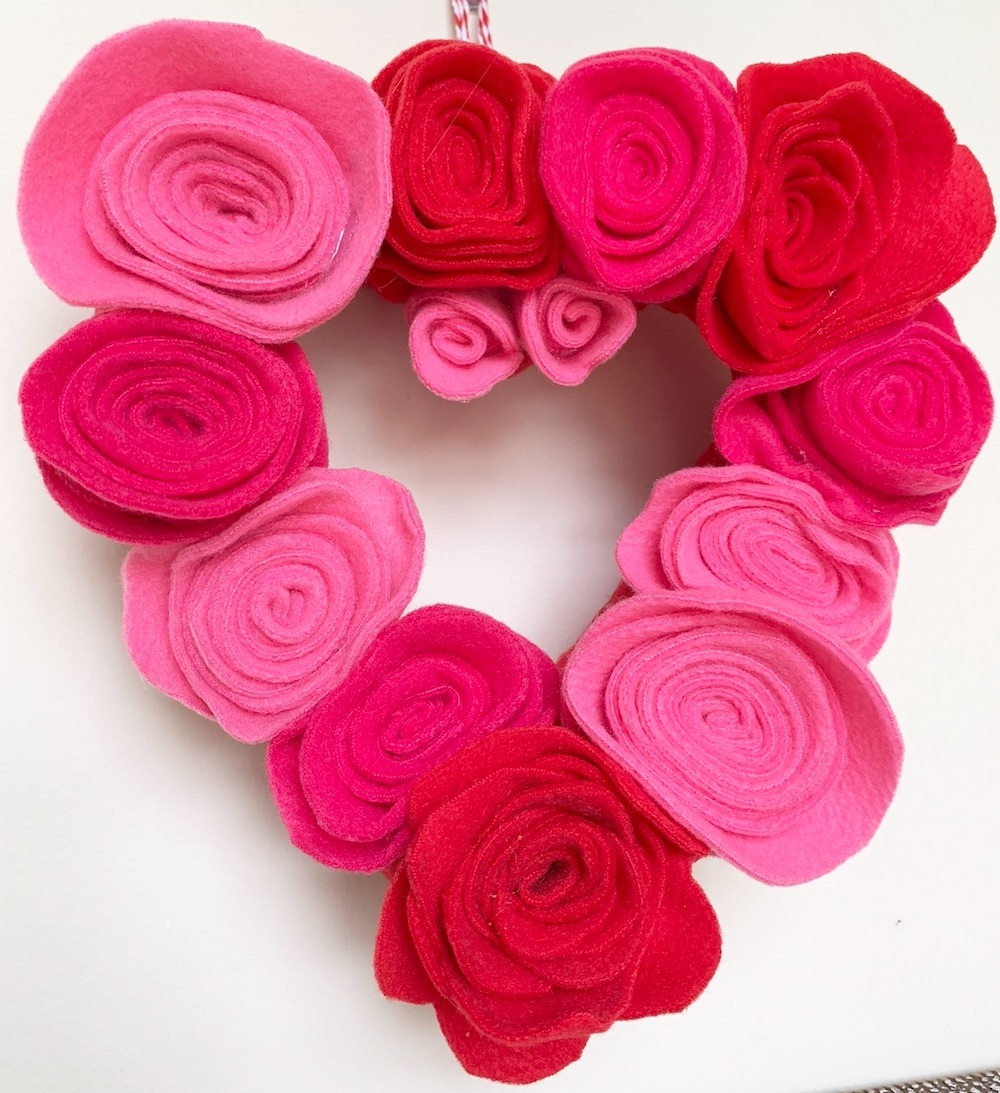 DIY Decor Rosette Heart Wreath #ValentinesDay #ValentineHeart #DIY #Decor #DIYDecor #DIYValentineDecor