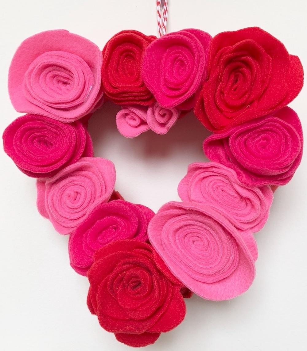 Make a Rosette Heart Wreath Rosette Heart Wreath for Valentine's Day #ValentinesDay #ValentineHeart #DIY #Decor #DIYDecor #DIYValentineDecor #ValentineRosetteHeartWreath #RosetteHeartWreath #DIYValentineHeart #Craft #EasyCraft