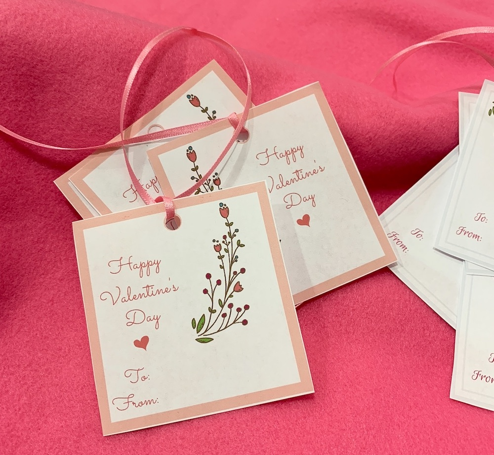 DIY Gift Giving Valentine's Day Gift Tags #ValentinesDay #ValentineGifts #DIY #GiftTags