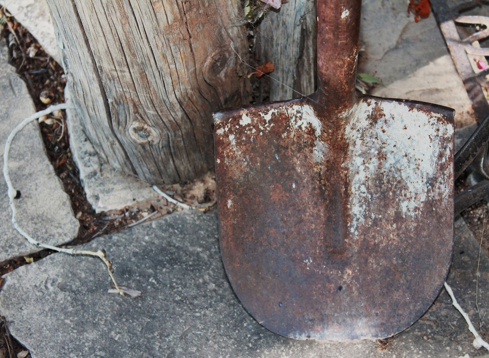 Vinegar Uses in the Garden Rust Covered Shovel #VinegarUses #Gardening #AllNaturalCleaning #SaveMoney #SaveTime #BudgetFriendly #NonToxic #EnvironmentallyFriendly #PatioCleaning #VinegarCleaning