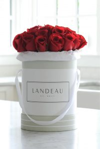 Best Online Flowers and Plants Pont des Arts by Landeau #flowers #flowerdelivery #bouquets #OnlineFlowers #FlowersOnline #MothersDay #FlowersForMom #GiveMomFlowers