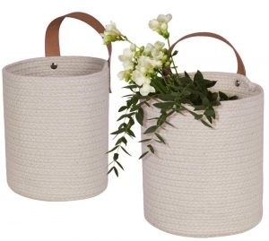 Simple Farmhouse Storage Solutions Wall Hanging Storage Baskets #Farmhouse #Storage #Organization #FarmhouseStorage #CountryStyleStorage #CountryDecor #FarmhouseOrganization #CountryStyle #VintageStyle