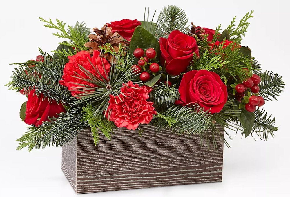 Rustic Woodland Decor Christmas Cabin Bouquet by FTD #FreshFlowers #FlowerDelivery #bouquets #OnlineFlowers #FlowersOnline #Christmas #ChristmasFlowers #FestiveFlowers