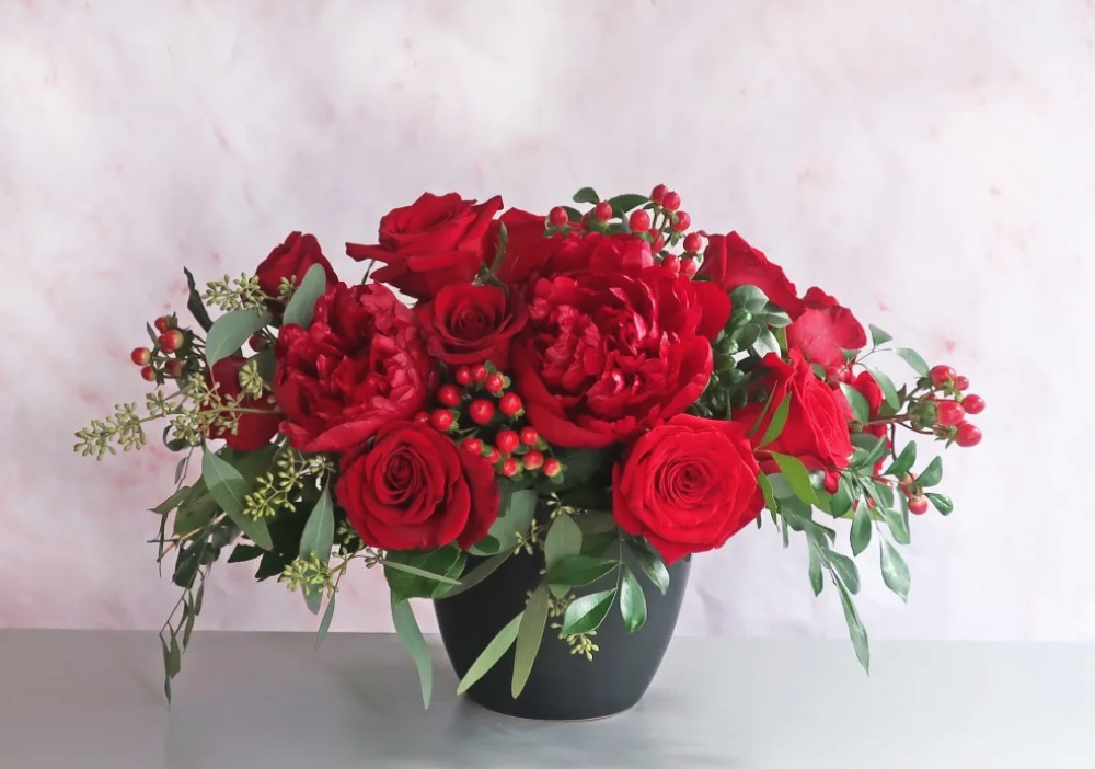 Merry and Bright Heartfelt BloomNation by J Morris Flowers #FreshFlowers #FlowerDelivery #bouquets #OnlineFlowers #FlowersOnline #Christmas #ChristmasFlowers #FestiveFlowers