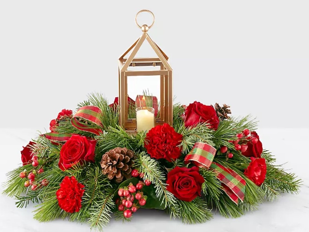 Best Fresh Christmas Centerpieces I'll Be Home for Christmas Centerpiece by ProFlowers #FreshFlowers #flowerdelivery #Centerpiece #OnlineFlowers #FlowersOnline #ChristmasCenterpieces #ChristmasTableCenterpiece #ChristmasFlowers
