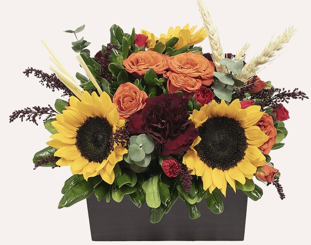 Autumn Season Inspired Leaf Peeping Fall Arrangement by Global Rose #FreshFlowers #flowerdelivery #bouquets #OnlineFlowers #FlowersOnline #AutumnFlowers #FallFlowers #ThanksgivingFlowers