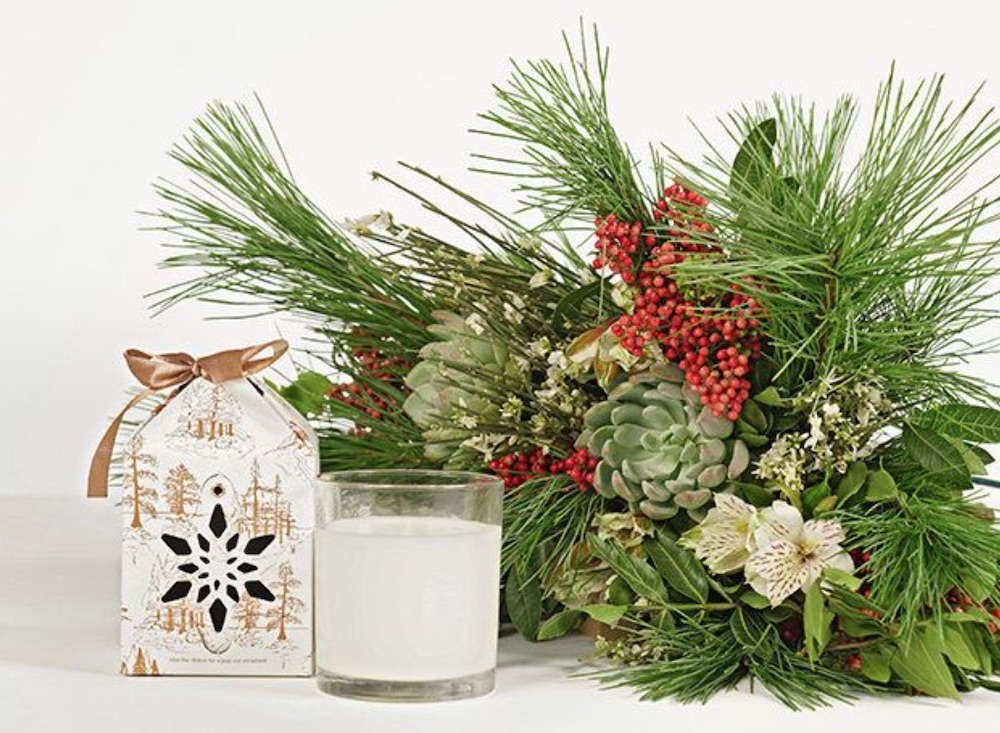 Celebrate the Season Merry and Bright by The Bouqs #FreshFlowers #flowerdelivery #Centerpiece #OnlineFlowers #FlowersOnline #ChristmasCenterpieces #ChristmasTableCenterpiece #ChristmasFlowers