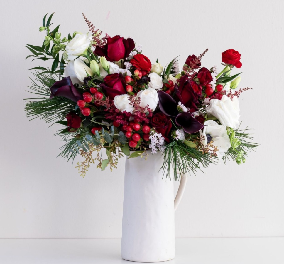 Best Online Christmas Flowers Wish you Rockwell by FarmGirl Flowers #FreshFlowers #FlowerDelivery #bouquets #OnlineFlowers #FlowersOnline #Christmas #ChristmasFlowers #FestiveFlowers
